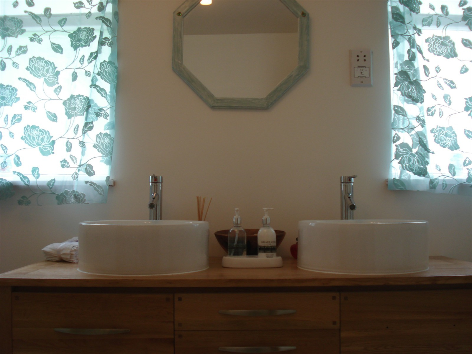en suite twin sink